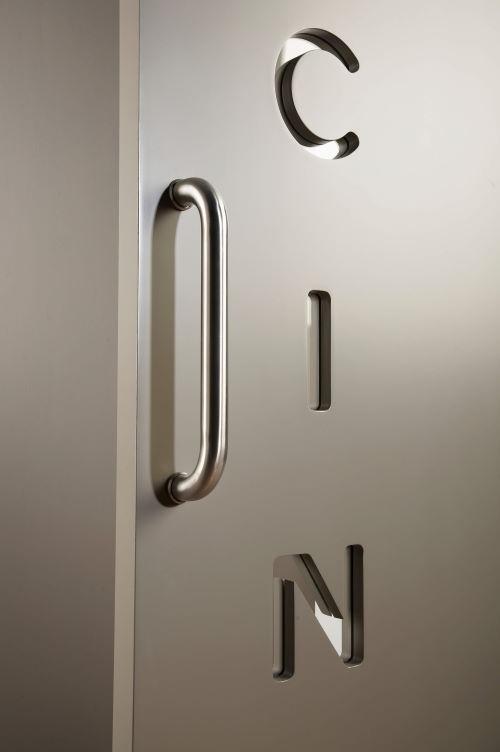particolare maniglia porta scorrevole esterna