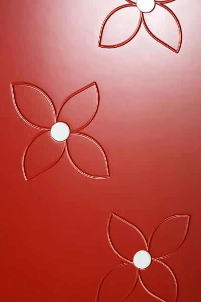 porte scorrevoli esterno muro con incisioni fiori